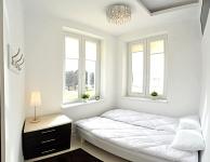 Private lyst rom for to personer med dobbeltseng og et syn på Oldtown. Størrelse 7 m2. Delt bad.